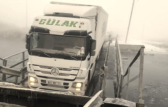 На Николаевщине из-за фуры снова подтопило понтонный мост в Пересадовке (ФОТО)