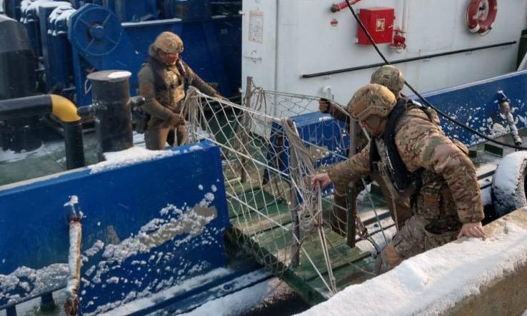 В портах Черноморска и Николаева СБУ заблокировали российские буксиры, с которыми связывают экс-нардепа Козыря