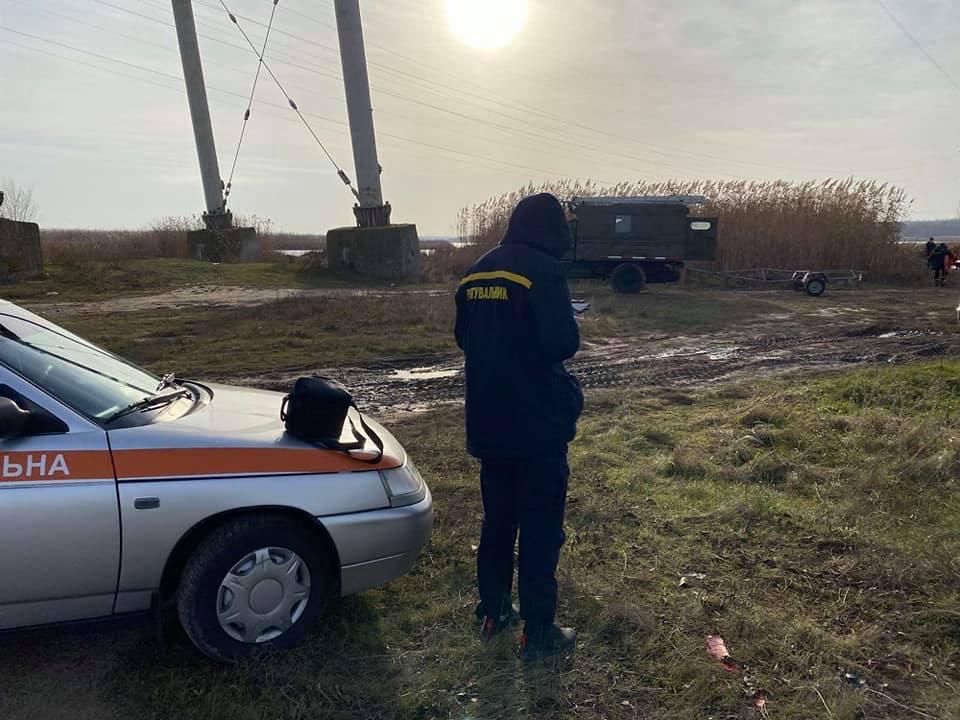 И с воздуха, и с воды: на Николаевщине продолжают искать двух утонувших рыбаков (ФОТО) 3