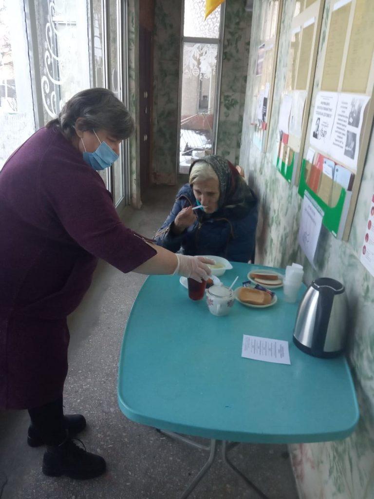 В Николаеве для бездомных работают пункты горячего питания и выдачи теплой одежды (ФОТО) 5