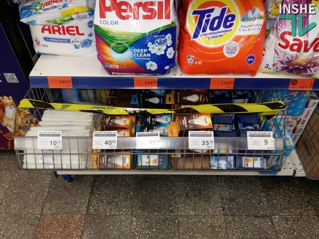 Локдаун. В Николаеве в супермаркетах правильные товары отделили от неправильных - лентами и объявлениями (ФОТО) 5