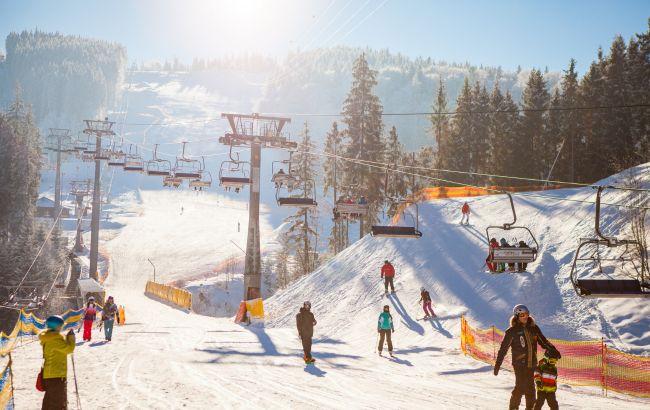 """""""Это наша гора!"""", – на Закарпатье местные жители блокируют модный горнолыжный курорт"""