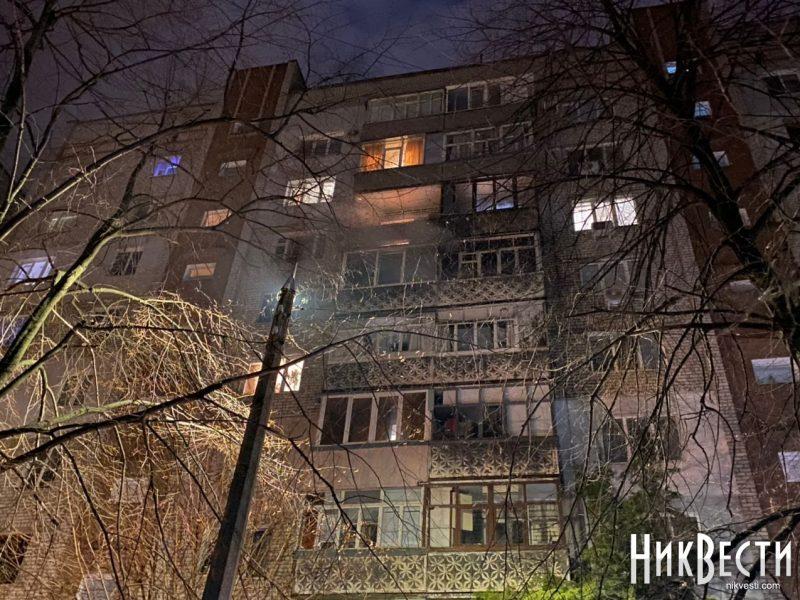 В Николаеве фейерверк залетел на балкон многоэтажки, загорелось две квартиры