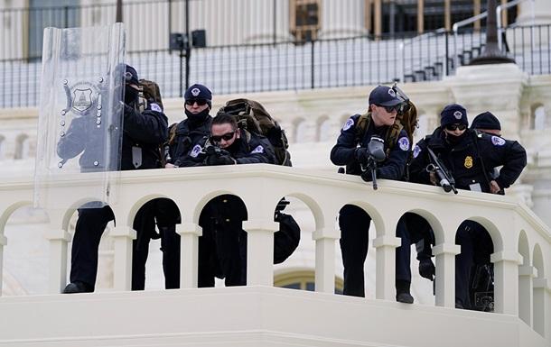 В Вашингтоне спецназ очистил Капитолий, конгрессмены вернулись к работе (ВИДЕО)