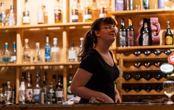 Не выдержали. В Чехии открылись бары и рестораны, несмотря на запрет (ФОТО)