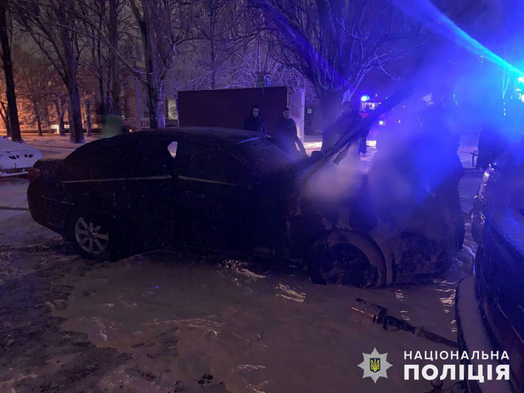 В Николаеве полиция расследует поджог автомобиля Chevrolet в Ингульском районе (ФОТО) 5