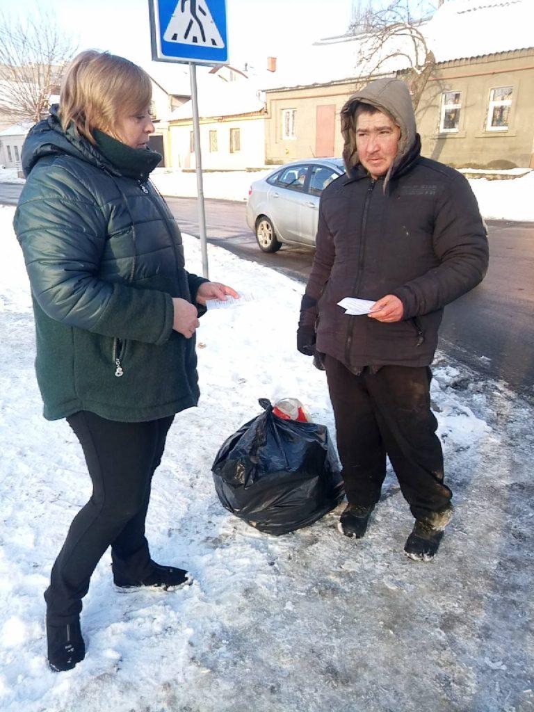 В Николаеве для бездомных работают пункты горячего питания и выдачи теплой одежды (ФОТО) 9