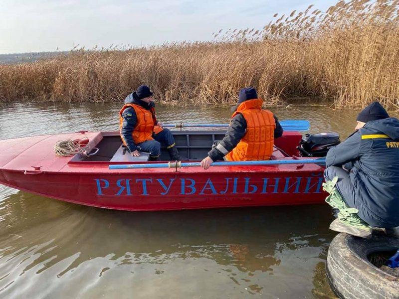 И с воздуха, и с воды: на Николаевщине продолжают искать двух утонувших рыбаков (ФОТО)