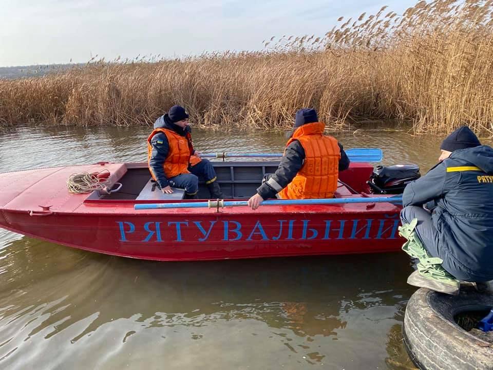 И с воздуха, и с воды: на Николаевщине продолжают искать двух утонувших рыбаков (ФОТО) 7
