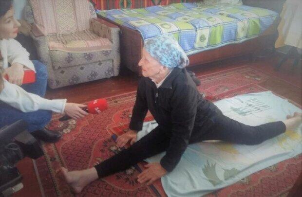 На Львовщине 93-летняя пенсионерка села на шпагат и попала в Книгу рекордов Украины (ВИДЕО)