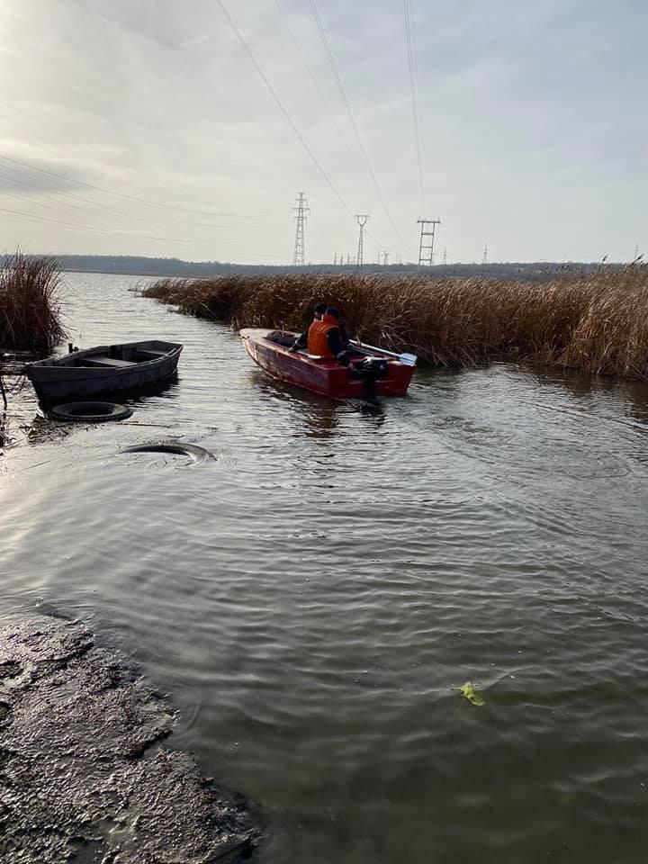 И с воздуха, и с воды: на Николаевщине продолжают искать двух утонувших рыбаков (ФОТО) 9
