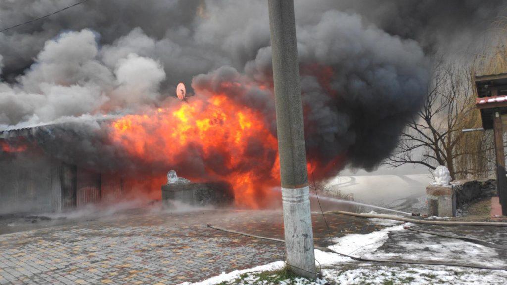 В Первомайске тушат летнее кафе на берегу реки - горит масштабно (ФОТО) 9