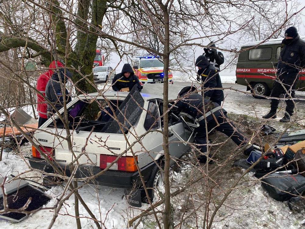 ДТП в Вознесенском районе: пострадавшего водителя из покореженного авто доставали спасатели (ФОТО) 7