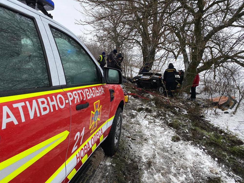 ДТП в Вознесенском районе: пострадавшего водителя из покореженного авто доставали спасатели (ФОТО) 9