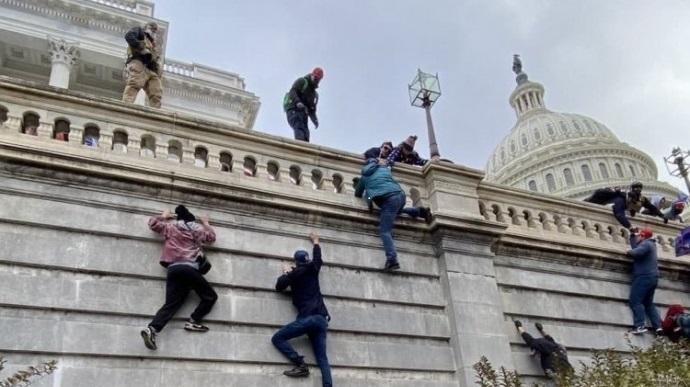 В США при штурме Капитолия погибли 4 человека