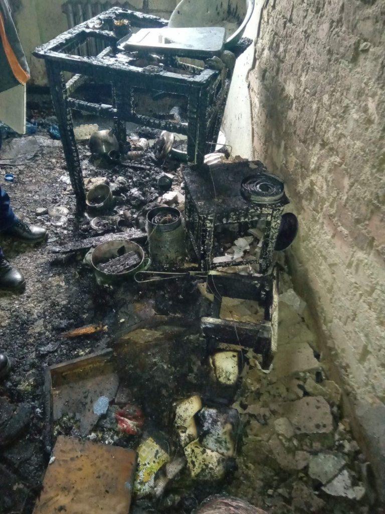 В многоэтажке Черновцов взорвался туристический газовый баллон – хозяин квартиры с ожогами в больнице (ФОТО) 15