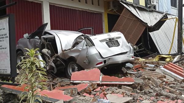 """В Индонезии мощное землетрясение, погибло больше 30 человек. Посольство Украины открыло """"горячую линию"""" (ФОТО, ВИДЕО)"""