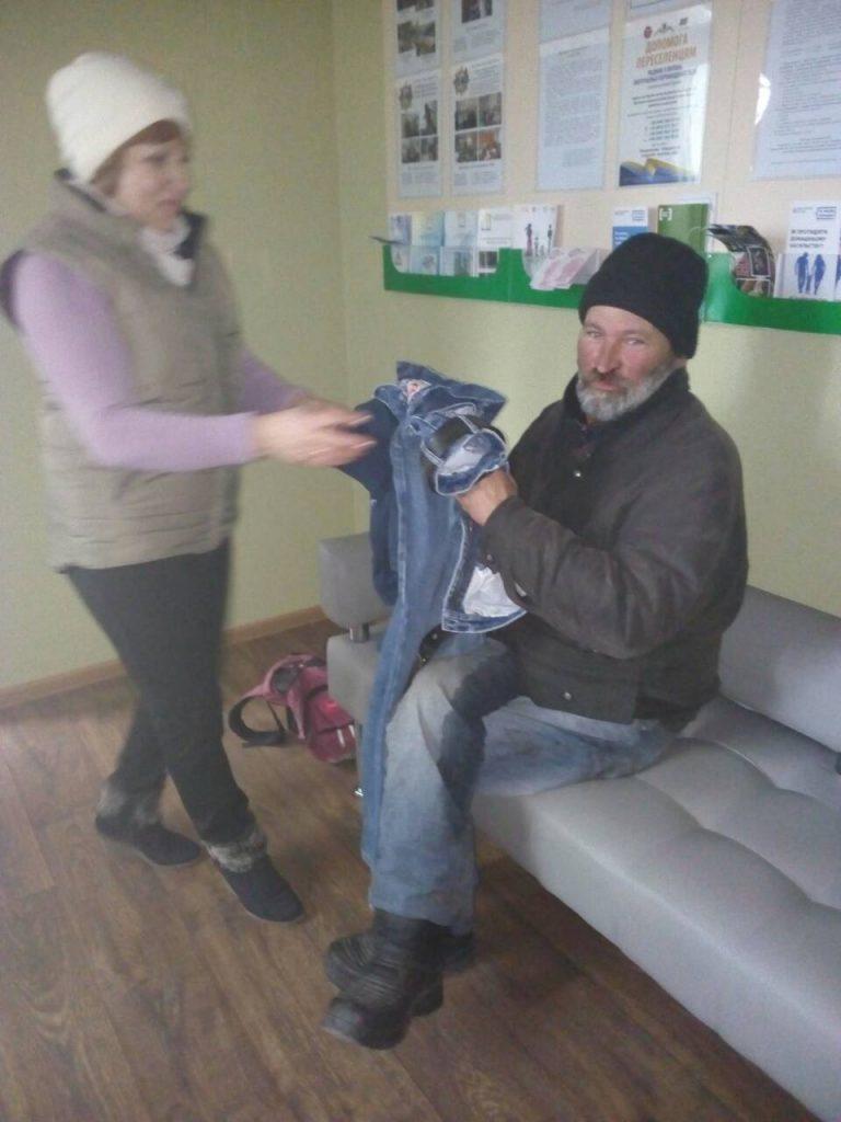 В Николаеве для бездомных работают пункты горячего питания и выдачи теплой одежды (ФОТО) 17