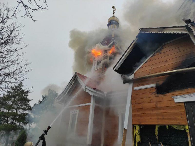 На Николаевщине Рождественские богослужения завершились без происшествий, а на Кировоградщине тушили церковь (ФОТО)