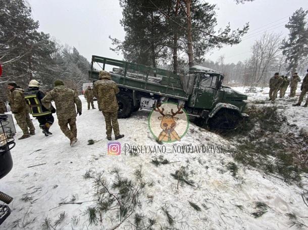 В ДТП на Яворовском полигоне пострадало 13 военных, у многих многочисленные переломы (ФОТО, ВИДЕО)