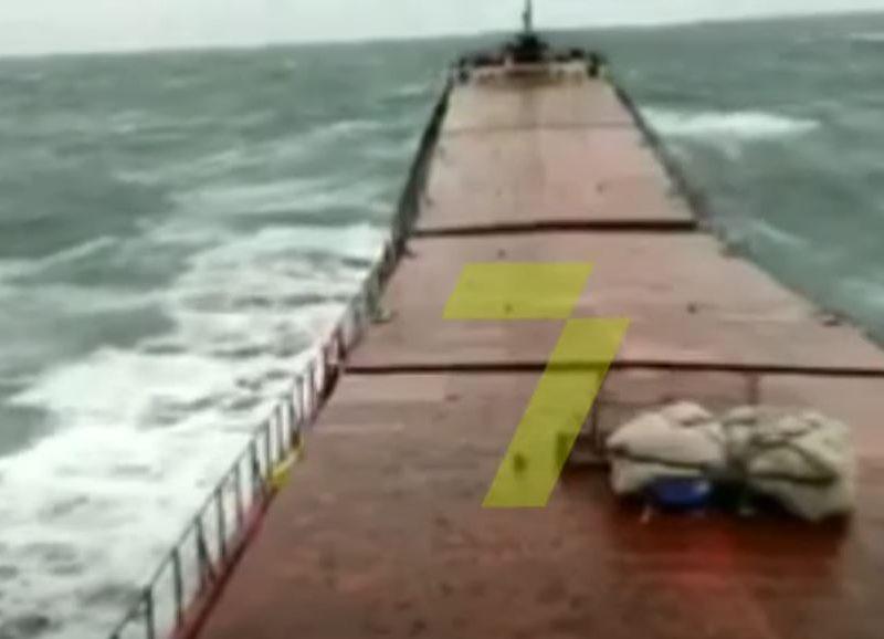 В Сети показали, как разломился украинский сухогруз Arvin, который затонул у берегов Турции (ВИДЕО)