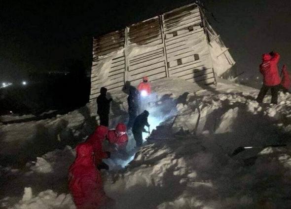 В Норильске лавина раздавила туристический домик, погибли люди (ФОТО, ВИДЕО)