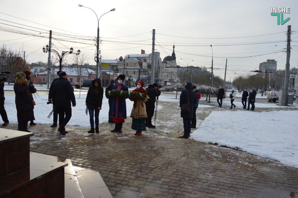 В Николаеве скромно почтили память героев Крут (ФОТО и ВИДЕО) 1