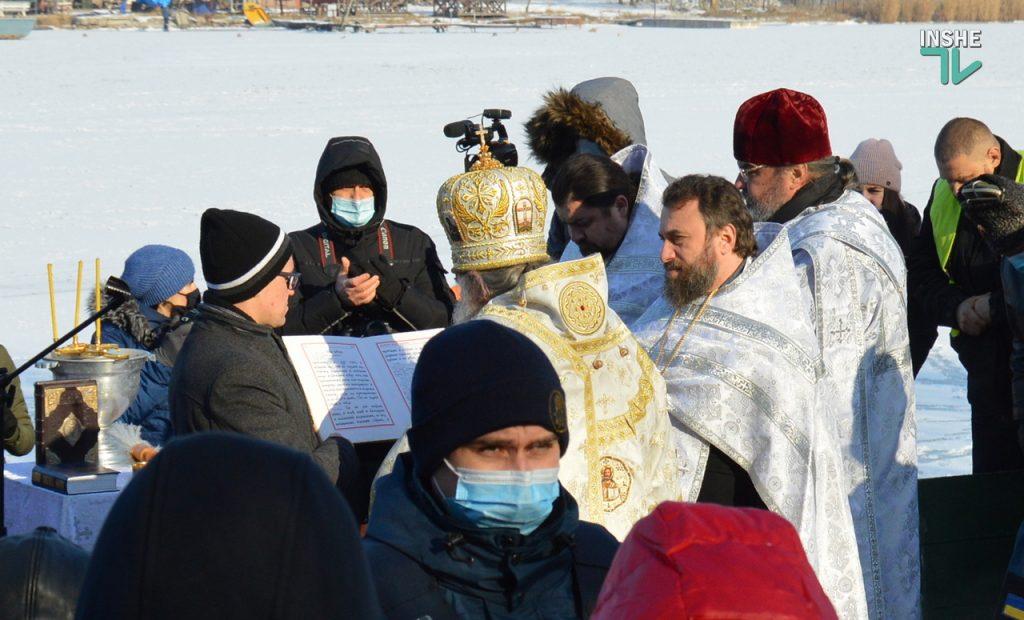 Крещение в Николаеве: сотни горожан пришли на Нижний БАМ искупаться в Ингуле (ФОТО) 1