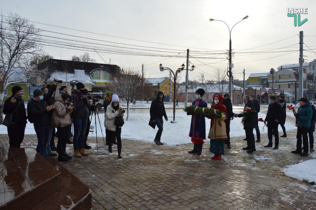 В Николаеве скромно почтили память героев Крут (ФОТО и ВИДЕО) 5