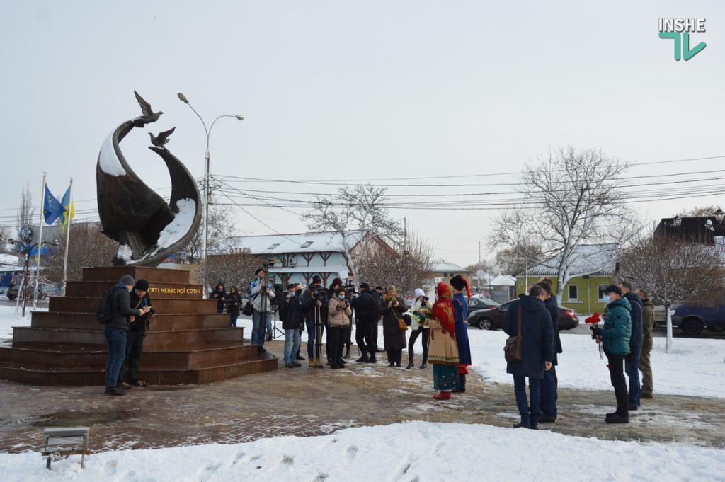 В Николаеве скромно почтили память героев Крут (ФОТО и ВИДЕО) 9