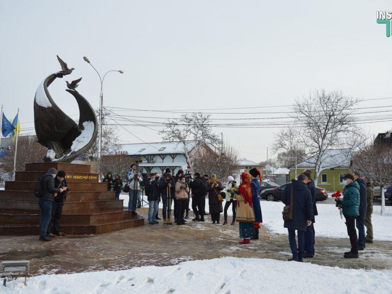 В Николаеве скромно почтили память героев Крут (ФОТО и ВИДЕО)