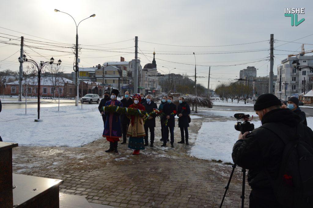 В Николаеве скромно почтили память героев Крут (ФОТО и ВИДЕО) 11