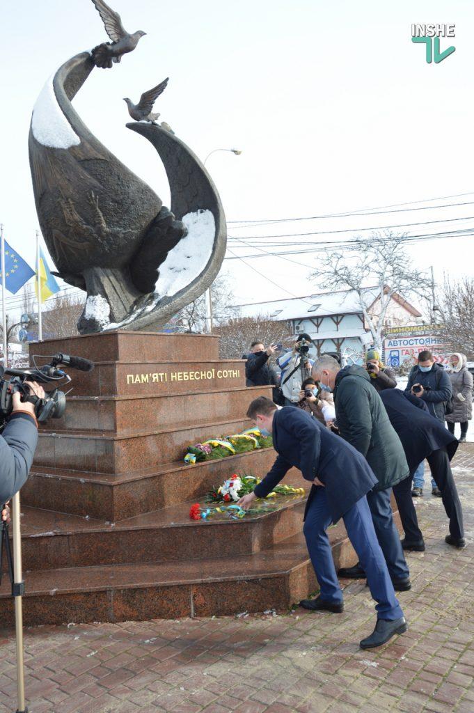В Николаеве скромно почтили память героев Крут (ФОТО и ВИДЕО) 15
