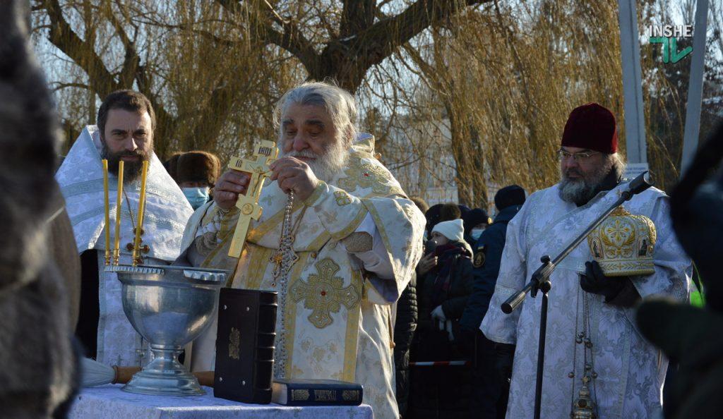 Крещение в Николаеве: сотни горожан пришли на Нижний БАМ искупаться в Ингуле (ФОТО) 7