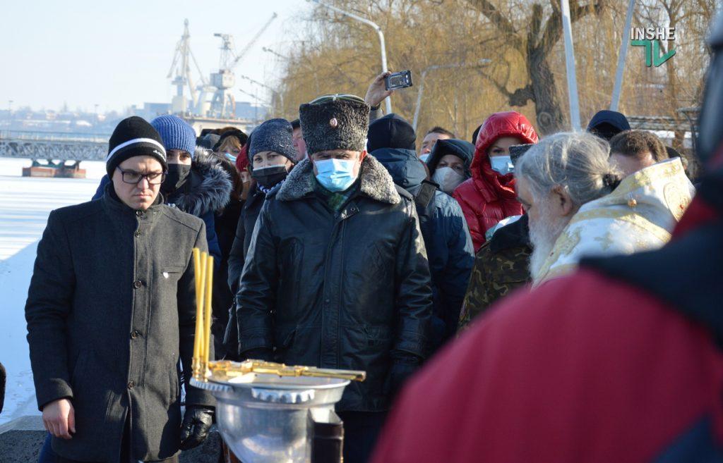 Крещение в Николаеве: сотни горожан пришли на Нижний БАМ искупаться в Ингуле (ФОТО) 17