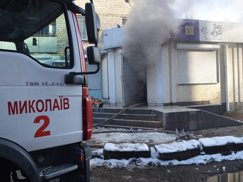 В Николаеве на пр.Центральном горел склад (ФОТО, ВИДЕО)