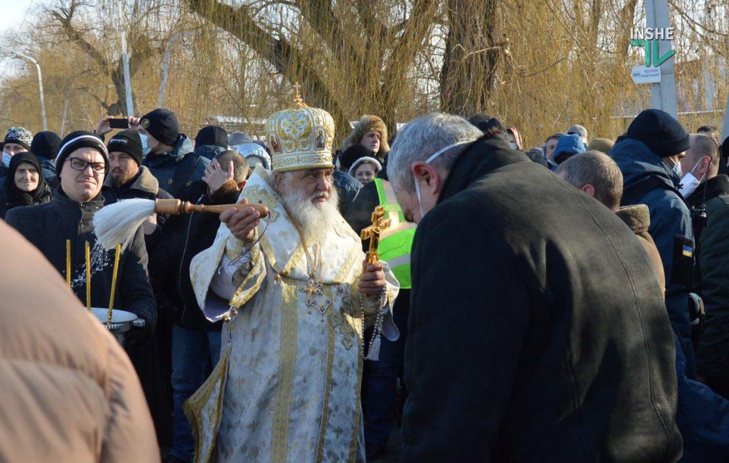 Крещение в Николаеве: сотни горожан пришли на Нижний БАМ искупаться в Ингуле (ФОТО) 19