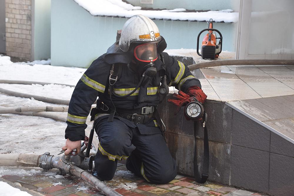 В Николаеве на пр.Центральном горел склад (ФОТО, ВИДЕО) 11