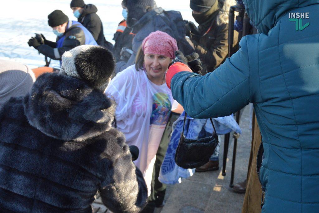 Крещение в Николаеве: сотни горожан пришли на Нижний БАМ искупаться в Ингуле (ФОТО) 23