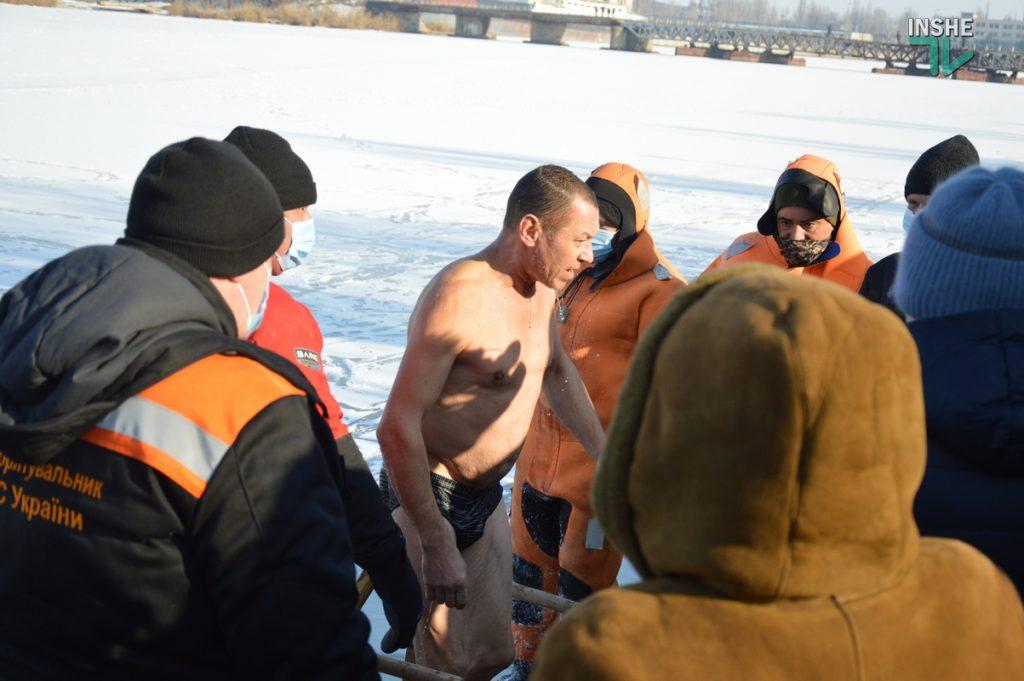 Крещение в Николаеве: сотни горожан пришли на Нижний БАМ искупаться в Ингуле (ФОТО) 33