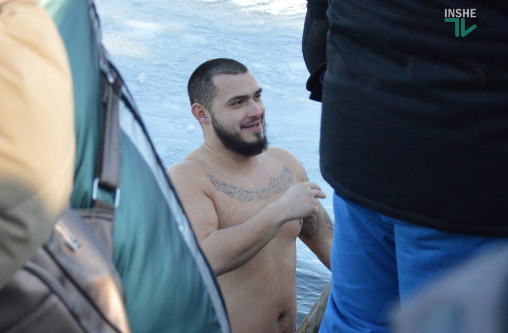 Крещение в Николаеве: сотни горожан пришли на Нижний БАМ искупаться в Ингуле (ФОТО) 35