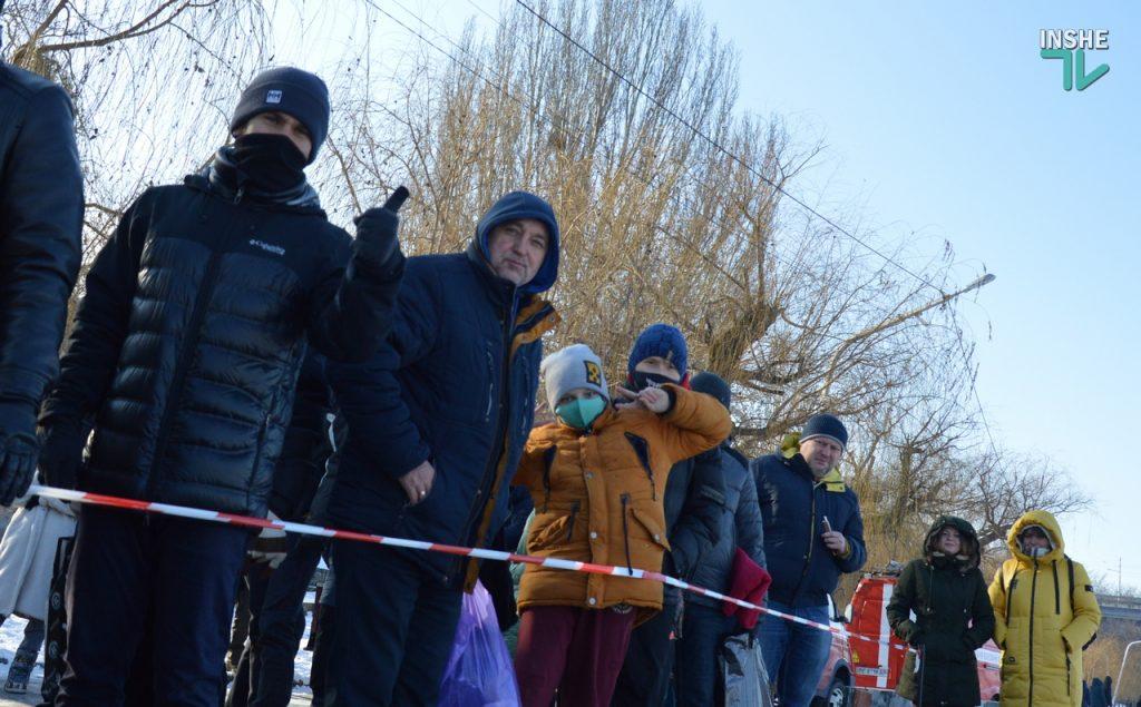 Крещение в Николаеве: сотни горожан пришли на Нижний БАМ искупаться в Ингуле (ФОТО) 37