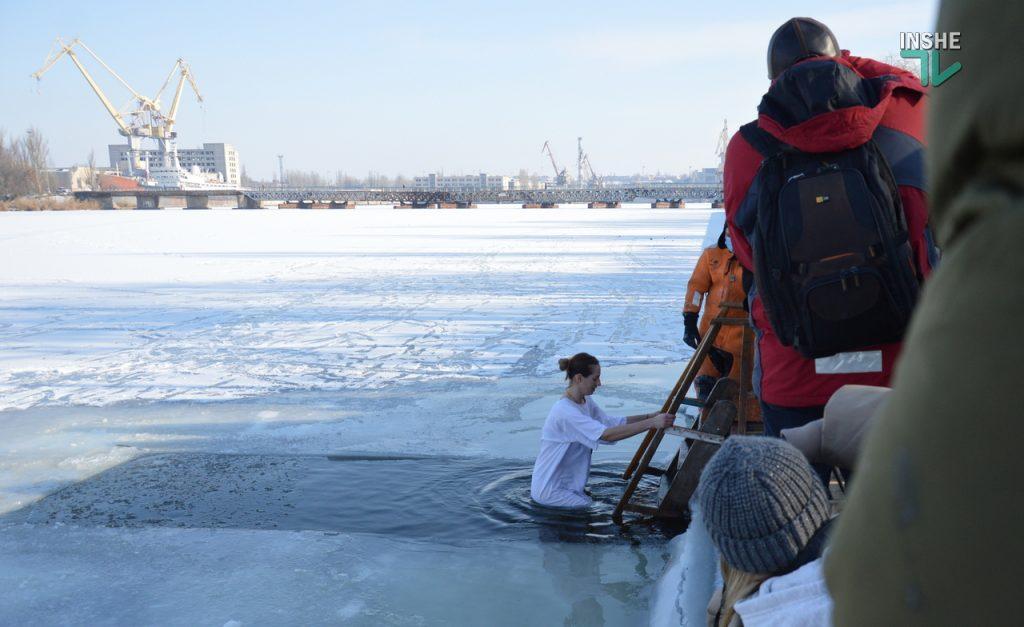 Крещение в Николаеве: сотни горожан пришли на Нижний БАМ искупаться в Ингуле (ФОТО) 41