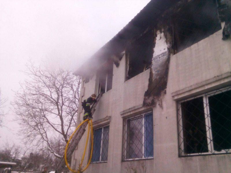 Пожар в харьковском доме престарелых: 4 задержанным сообщили о подозрении