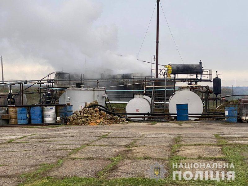 Пожар на нефтебазе под Николаевом. Полиция расследует умышленное уничтожение имущества (ФОТО)