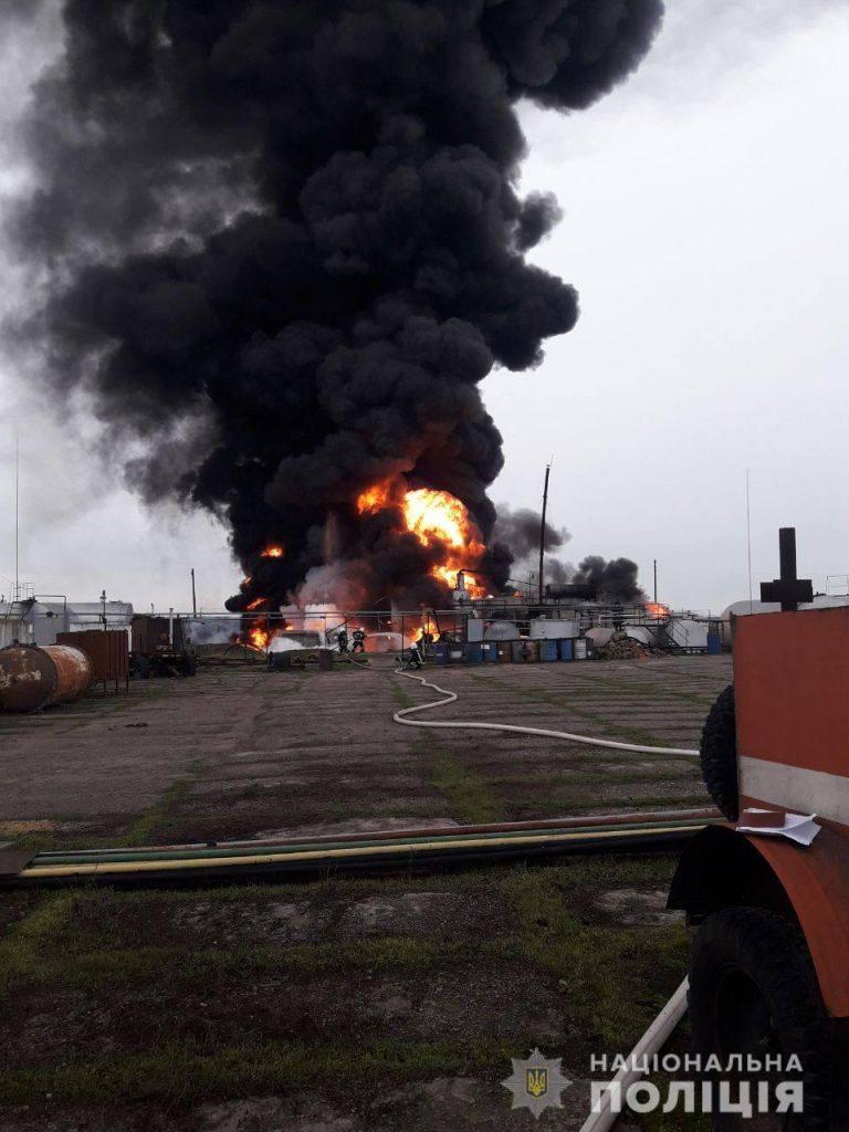 Пожар на нефтебазе под Николаевом. Полиция расследует умышленное уничтожение имущества (ФОТО) 3