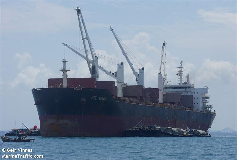 Экипаж судна, в составе которого 2 украинских моряка, заболел коронавирусом. Их оставили без медпомощи