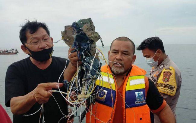 В Индонезии разбился самолет, на борту которого было 59 человек (ВИДЕО)
