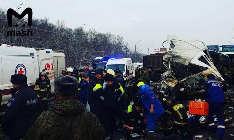 В РФ самосвал врезался в колонну автобусов с курсантами, есть погибшие и пострадавшие (ФОТО, ВИДЕО)