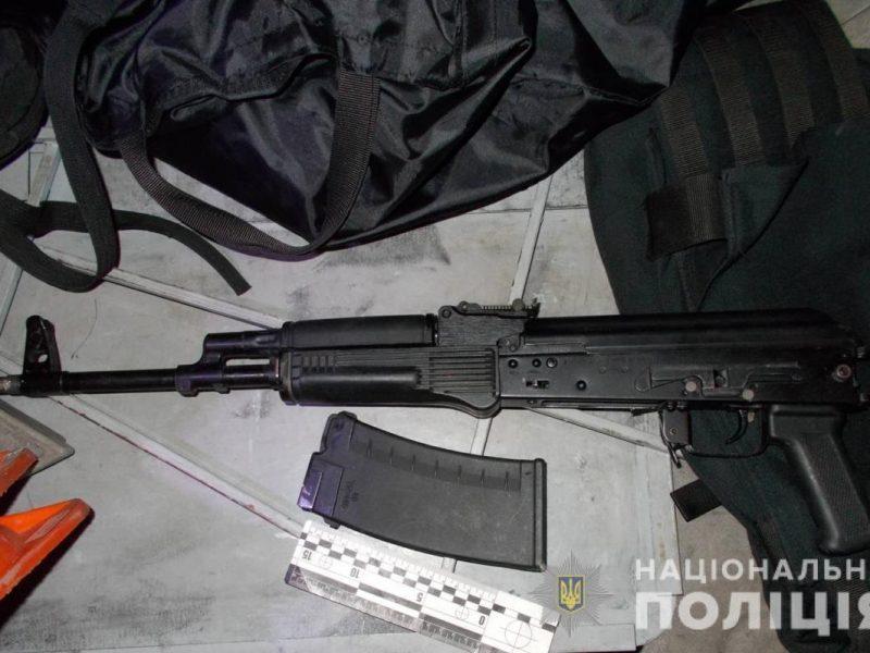 В Херсоне прохожие задержали пьяного, стрелявшего из карабина посреди улицы